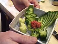 名古屋の寿司職人「佐藤 春仁」さんのもろきゅうの作り方動画が海外で大絶賛