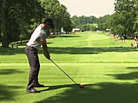ゴルフでこんな事あるの?動画。ローリー・マキロイのティーショットが観客のポケットに入るw