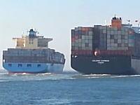 スエズ運河で大きな貨物船同士が衝突。その瞬間の映像が撮影されていた。