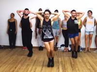 例のハイヒールを履いた男性ダンサーズによるアリアナ・グランデもイケてた動画