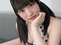 小島麻友美 DVD「初恋エモーション」より、ヒップを突き出したり、腰をくねらせたり