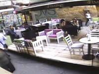 飛び降りるなら場所を考えろよ・・・。1階のカフェに女性が落ちてくる瞬間。