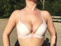 iPhone6のスローモーション機能(240fps)の良さをお伝えするために一肌脱いだ女性