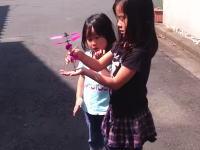 中国で買った「手のひらの上で飛ぶ人形」が空の彼方へ……。