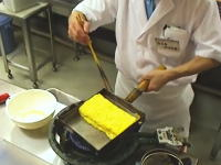 プロのワザ。職人の作るダシ巻き玉子焼の作り方を見て覚えてしまおう動画。