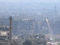 フラフラした感じのミサイルでモスクを破壊。あんなのが当たるんだな。軍事動画。