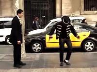 MJのストリートパフォーマーにダンスバトルを挑んだスーツの人がうめえw