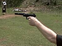 これは凄い。拳銃の先に取りつけるサイレンサーの消音効果。二丁のワルサーP22で聞き比べ。
