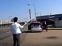 なんだこれwww韓国で撮影された交通トラブルの映像が人気に。これはネタだなw