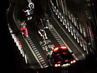 福岡には自転車でパトカーの走行を妨害する自転車珍走団というのがある動画。