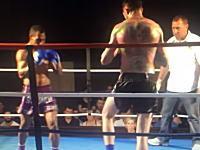 なんだこの体格差。キックボクシングで小さい方が巨人を倒したスピニングキックが強烈すぎる