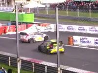 モンツァ・ラリーショーでバレンティーノ・ロッシがドリフト中にインから抜く凄いオーバーテイクを決める