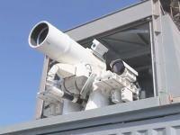 米海軍がペルシャ湾に新しく配備したレーザー兵器システムの実光テストの映像。