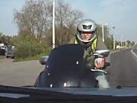 そこで躊躇しちゃダメだろwwwここ左折・・・あっ!バイク!で停止しちゃったもんだから