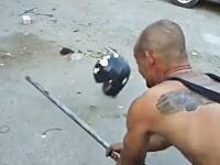 ヘルメットは良いものを購入したい。中国製のメットを鉄パイプでぶっ叩いてみた