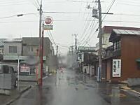 埼玉県で「止まれ」の標識を無視して突っ込んできた車と出合い頭事故ドラレコ