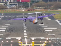 パイロットさんうめええ!滑走路の強風に煽られてフラフラする飛行機たち