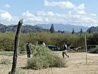 アルゼンチンでサバイバル番組を撮影中にヘリが墜落。金メダリストら10人が死亡する事故の映像。
