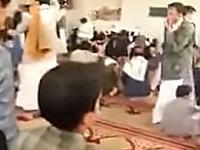 先日の140名以上が亡くなったイスラム国の自爆テロの瞬間の映像がアップされた。