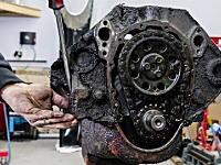 ギトギトがピカピカに。シボレーV8エンジンのオーバーホールを早送りで。