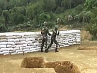 またかよw中国軍の手榴弾投げ訓練で投げた手榴弾が何故か真横に落ちる事故。
