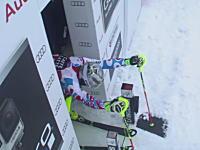 スキー競技スラロームのスタートで信じられない失態をしでかした選手。なんでだよw