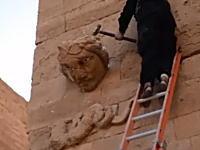 イスラム国が新たな動画を公開。イラクの貴重な文化遺産をハンマーで破壊する。