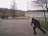 走る車の前に飛び出して保険金を詐欺る「当たり屋」の手口まとめ動画。自殺っぽいのもあり。