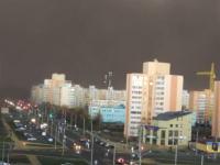 砂嵐により闇に閉ざされた街。砂嵐を甘くみてた。こんなに真っ暗になるんだ動画。