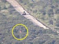 軍事動画。蛇行しながら飛ぶTOWミサイルがシリア軍の歩兵戦闘車に命中する瞬間。