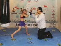 8歳にしてこの動き(°_°)信じられないスピードでパンチを繰り出すボクシング少女。