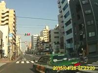 台東区で撮影されたあまりにも酷い運転をするタクシー。こんな運転手はクビにしろ!