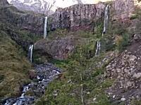 景色を撮影していた旅行者のカメラに偶然映ったチリのカルブコ火山噴火の瞬間。