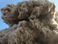 近すぎて怖い(°_°)火山の水蒸気爆発を至近距離から撮影したビデオ。大迫力。