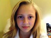 少女から大人の女性へ。ある女性が14歳から21歳までの顔の変化を記録してネットに公開して大ヒット。