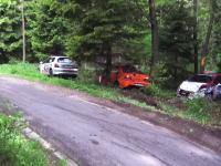 ラリーカーほいほい。同じ場所に何台もの車が突っ込んでくる。多すぎて途中で数えるのを止めたw