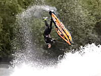 ジェットスキーフリースタイル世界チャンピオンの動きが凄すぎて笑うわw