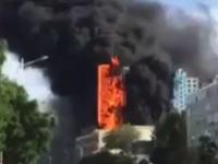 下の方が燃えてたと思ったら・・・。一瞬のうちに最上階まで燃え広がるビル