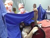 脳腫瘍の手術を受けながらギターを弾いて歌ってみた。これはどういう事なの
