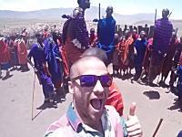 旅行にでたくなるタビ動画。ハイファイブで切り替わる36か国の旅の記録。