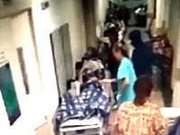 病院に送り込まれたヒットマン。治療中の男性が帽子とフードに顔を隠した男に射殺される。