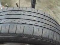 古くなったタイヤをまだ使用可能な状態に見せかける方法。これはダメだろう