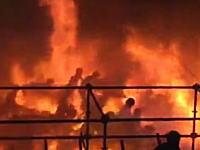 カラーの粉を掛け合うイベントで粉じん爆発。観客が炎の海の中を逃げ惑うヤバすぎる動画がうpされる。