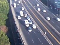 交通事故の瞬間って上から見ると結構面白いかも。8台くらいが絡む多重追突。