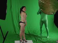 ビキニ写真の撮影でスタッフボッキなイタズラ動画。これはセクハラw