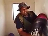 イスラム国のスナイパーを「かかし」でおちょくるイラクの兵隊さんw