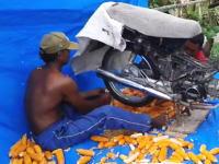 使い方いろいろ。海外で想定外の使われ方をしているホンダのバイク。