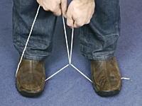いざという時に役に立つかもしれない動画。太いロープをハサミ無しで切断する方法。