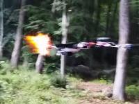 拳銃を発砲できるドローンが作られる。自作で手軽に兵器が作れる時代。