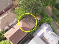 ドローン救出作戦。屋根の上に墜落したドローンをドローンで助けに行く。